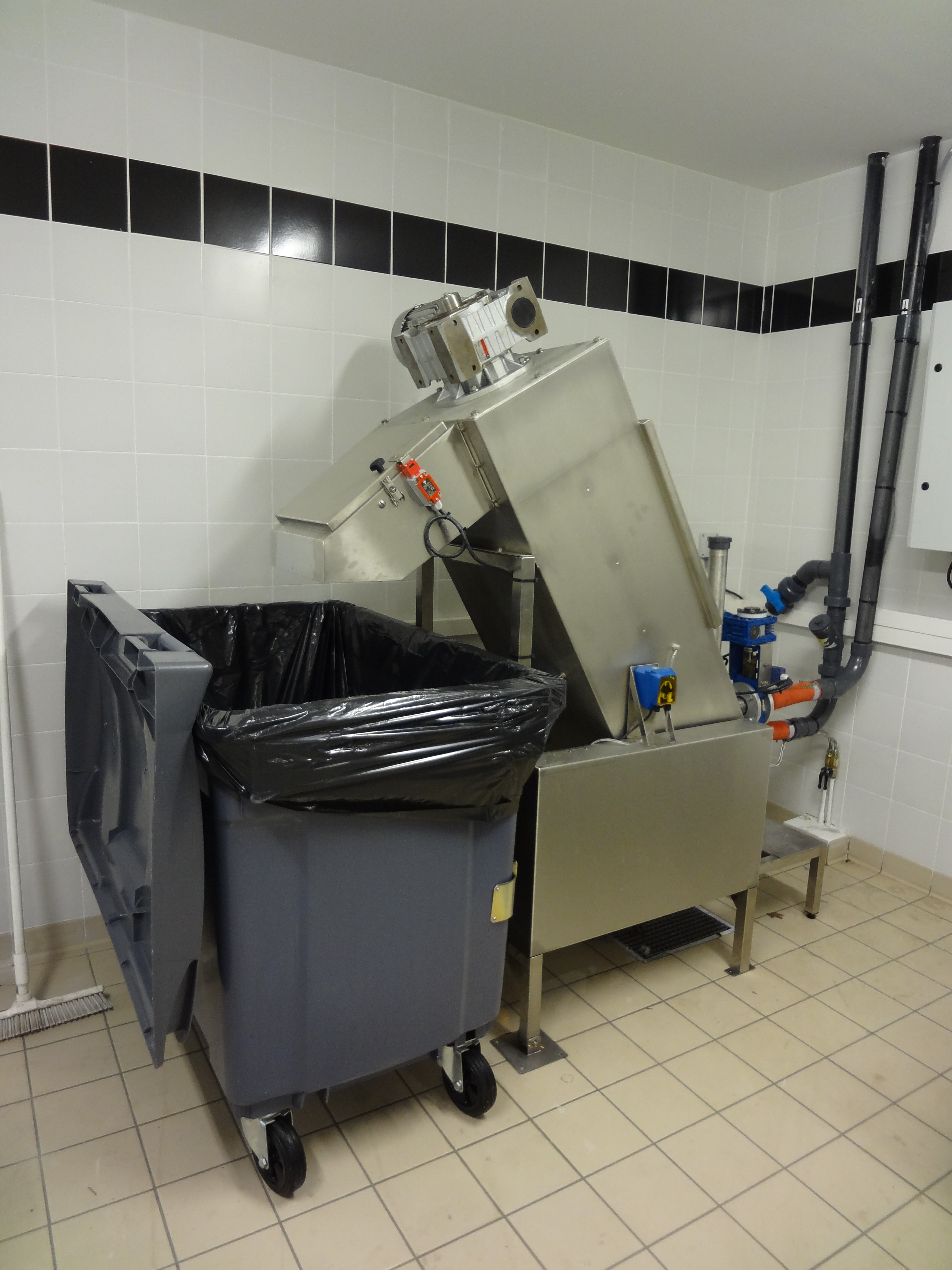 Traitement des d chets alimentaires conveyors for plates for Poubelle broyeur